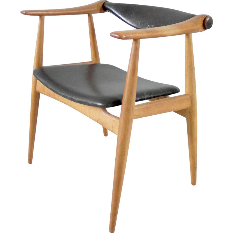 CH-34 chair by Hans J. Wegner for Carl Hansen