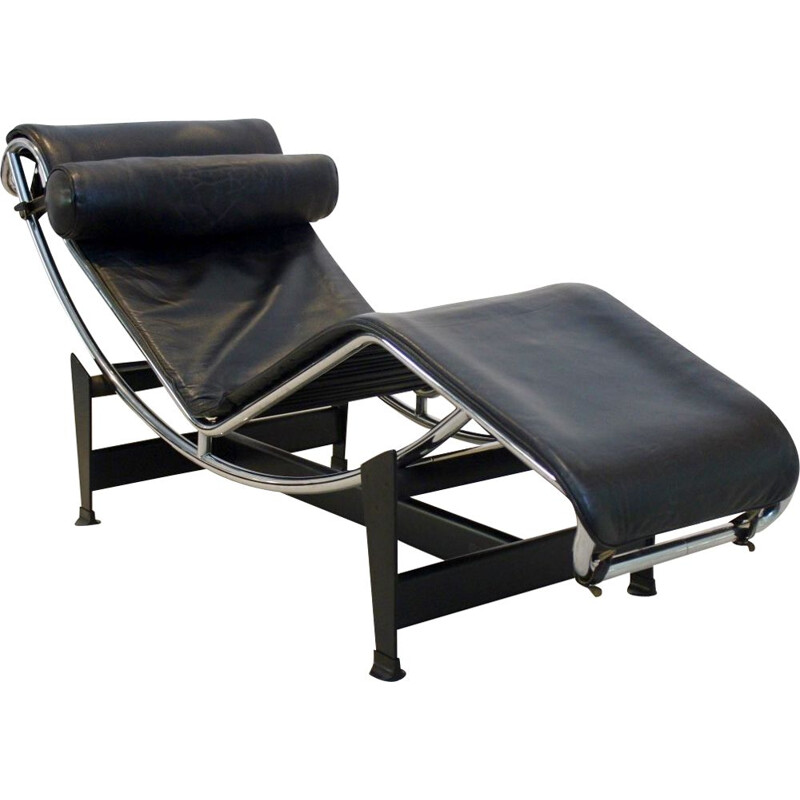 Longe chair Le Corbusier LC4 for Cassina in Black Leather, by Pierre Jeanneret & Charlotte Perriand