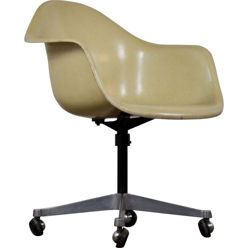 Vintage armchair for Herman Miller in white fiberglass and metal 1960