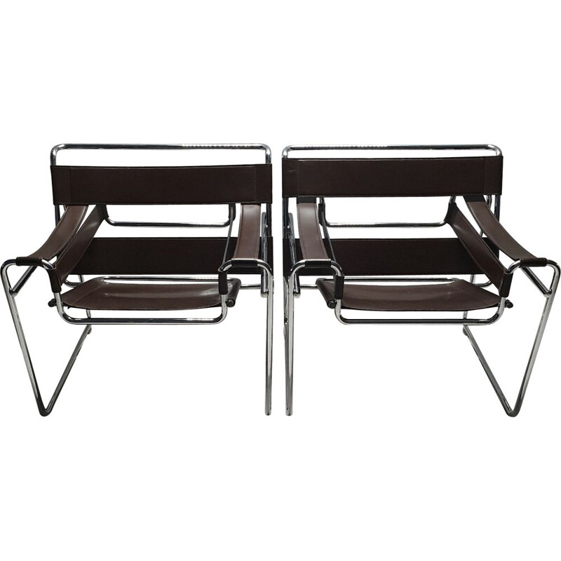 Vintage pair of brown leather wassily B3 chairs by Marcel Breuer for Gavina