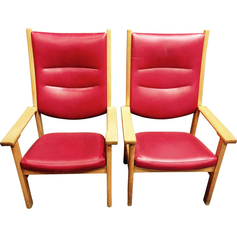 Pair of red armchairs in oak by Hans J. Wegner