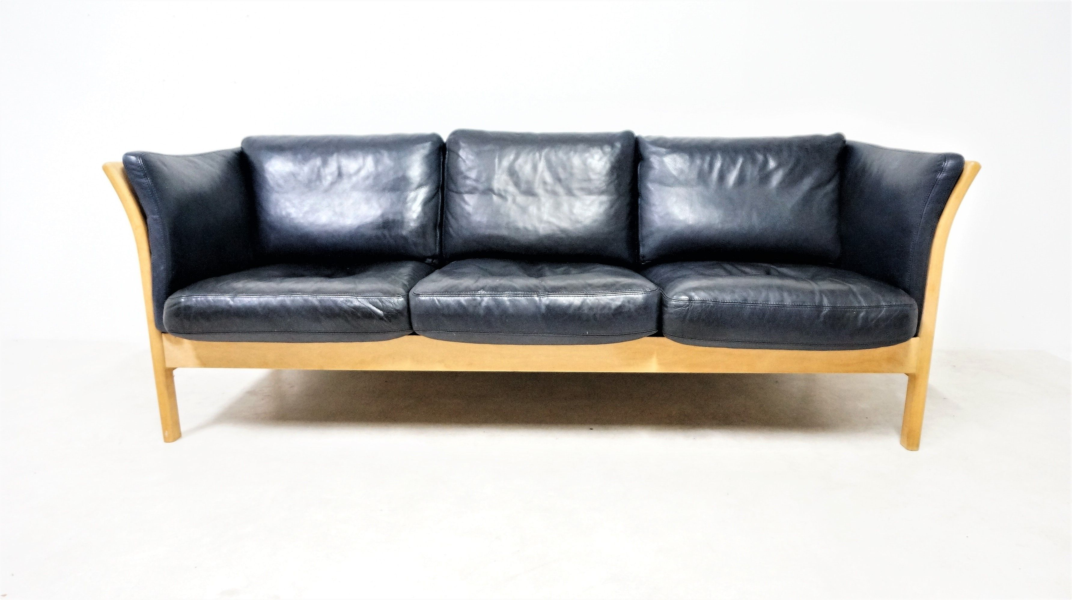 Scandinavian 3-seater sofa in black leather