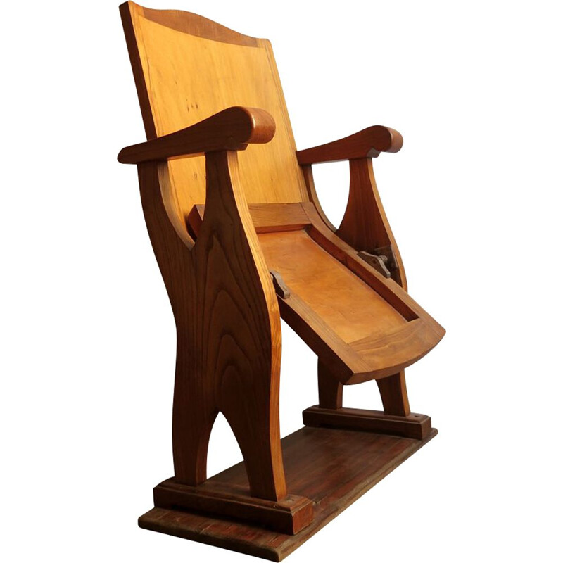 Vintage foldable chair in wood