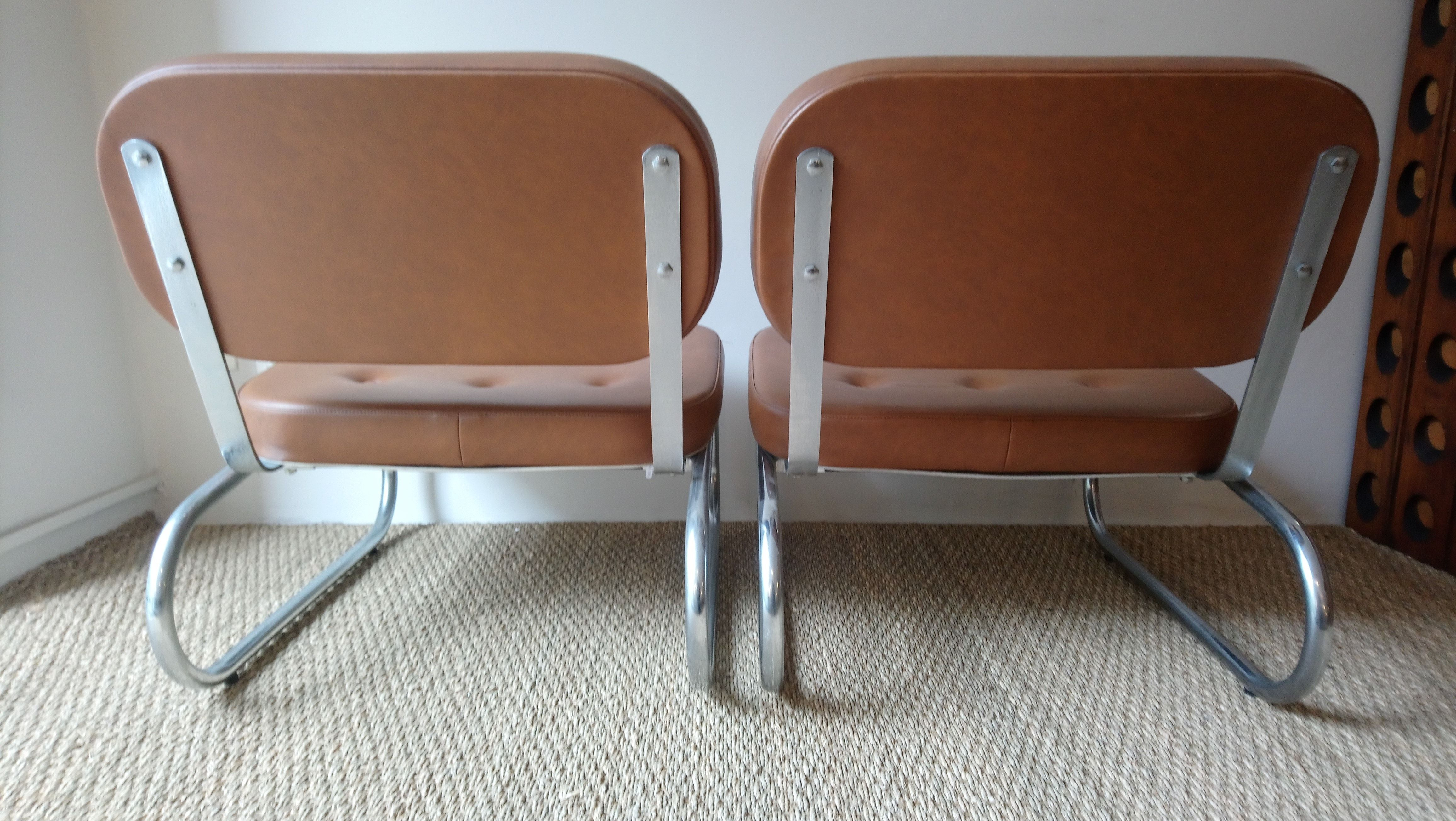 87c769f62 Pair of vintage tubular armchairs in chrome and brown leatherette ...