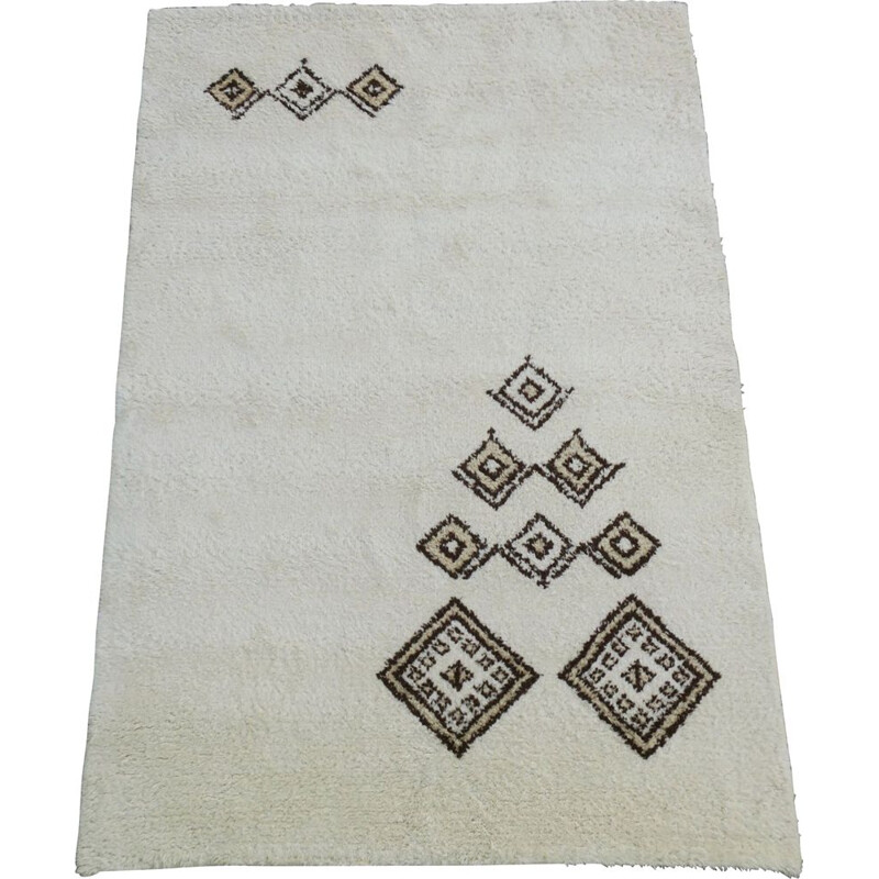 Vintage hand knotted beni ourain rug creamy white sparse decoration