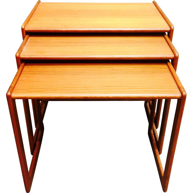 Vintage scandinavian nesting tables in teak 1950
