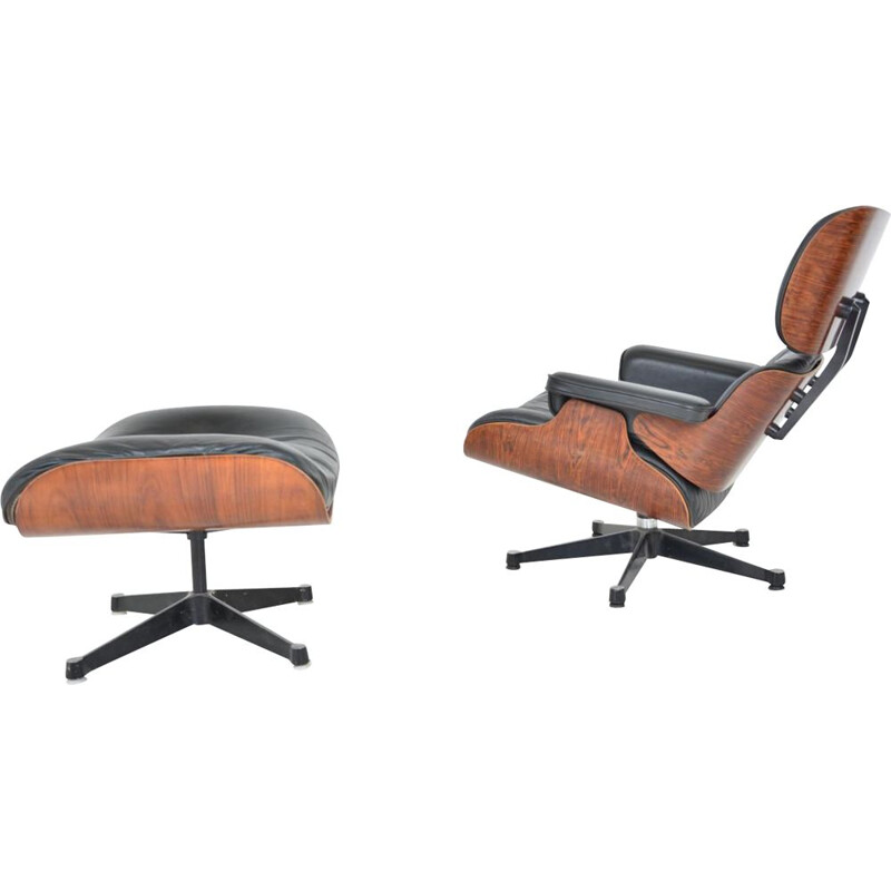 Vintage Lounge Chair and its footrest by Charles & Ray Eames for Herman Miller