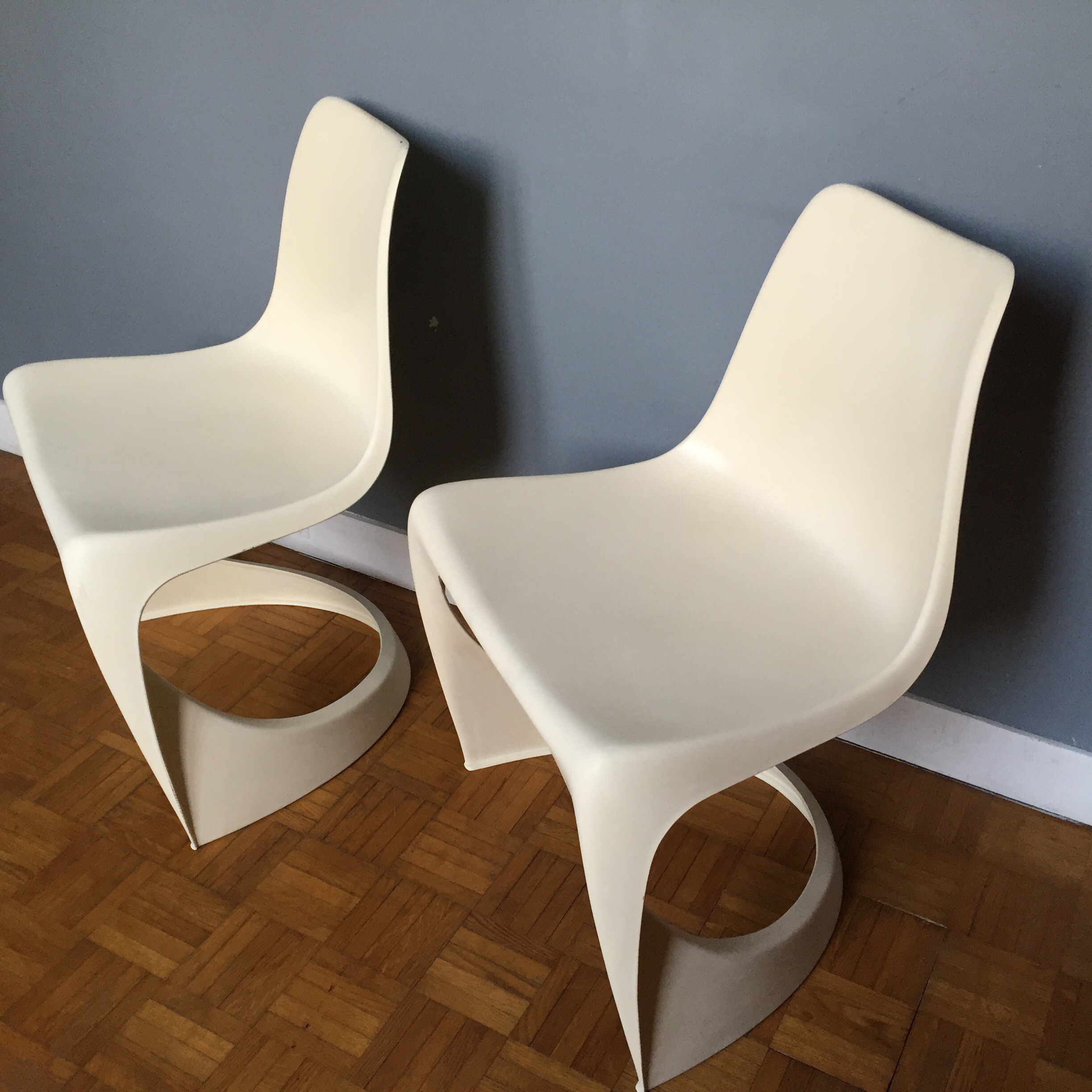 Pair of white plastic Cado chairs Steen OSTERGAARD 1970s