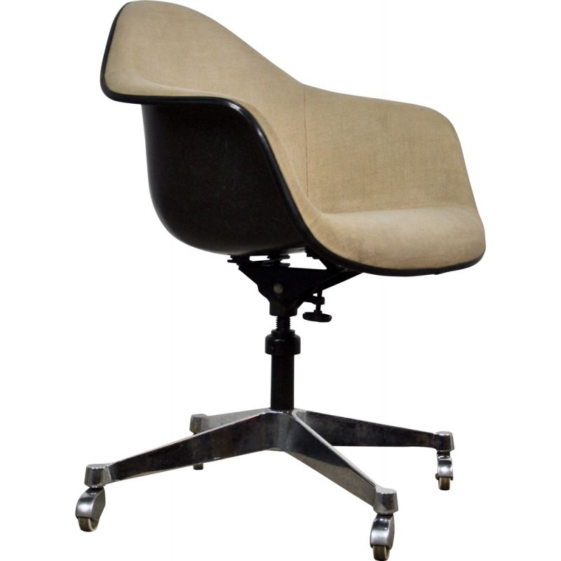 Vintage armchair by Eames for Herman Miller in fiberglass and metal 1970