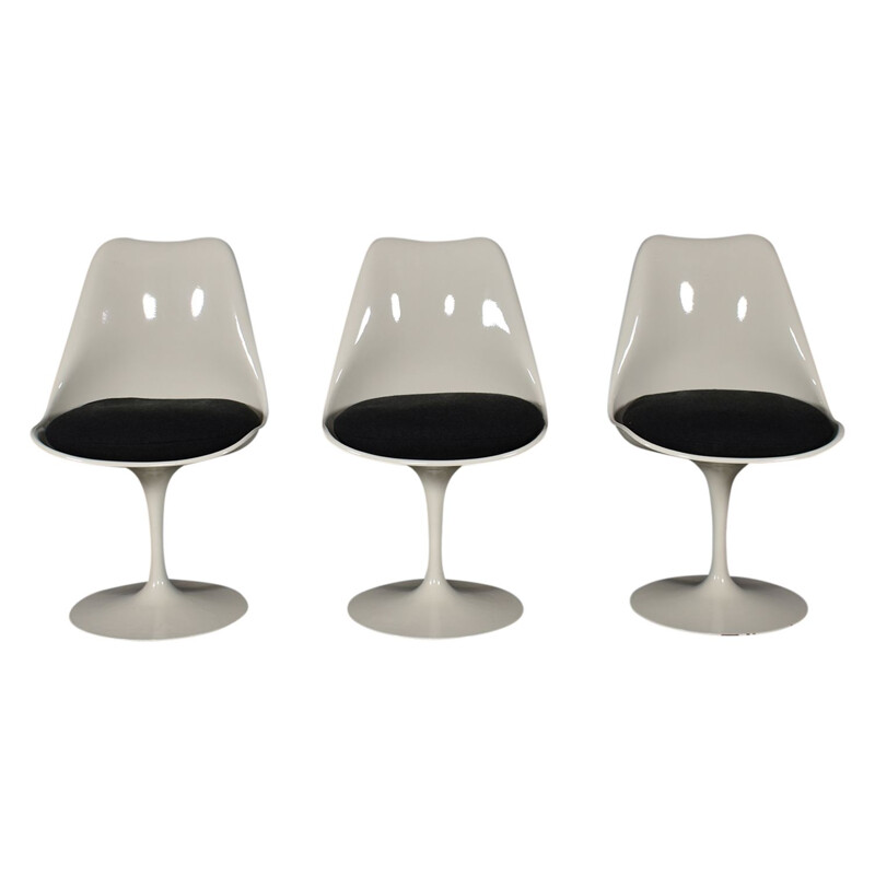 Set of 3 vintage Tulip chairs by Eero Saarinen for Knoll