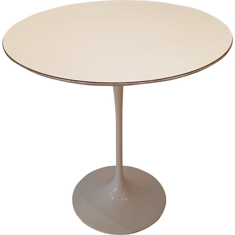 Tulip pedestal in white laminate by Eero Saarinen for Knoll