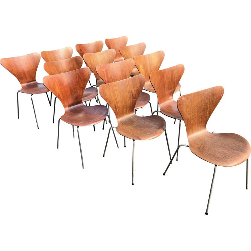 Set of 13 vintage chairs 3107 Serie 7 by Arne Jacobsen