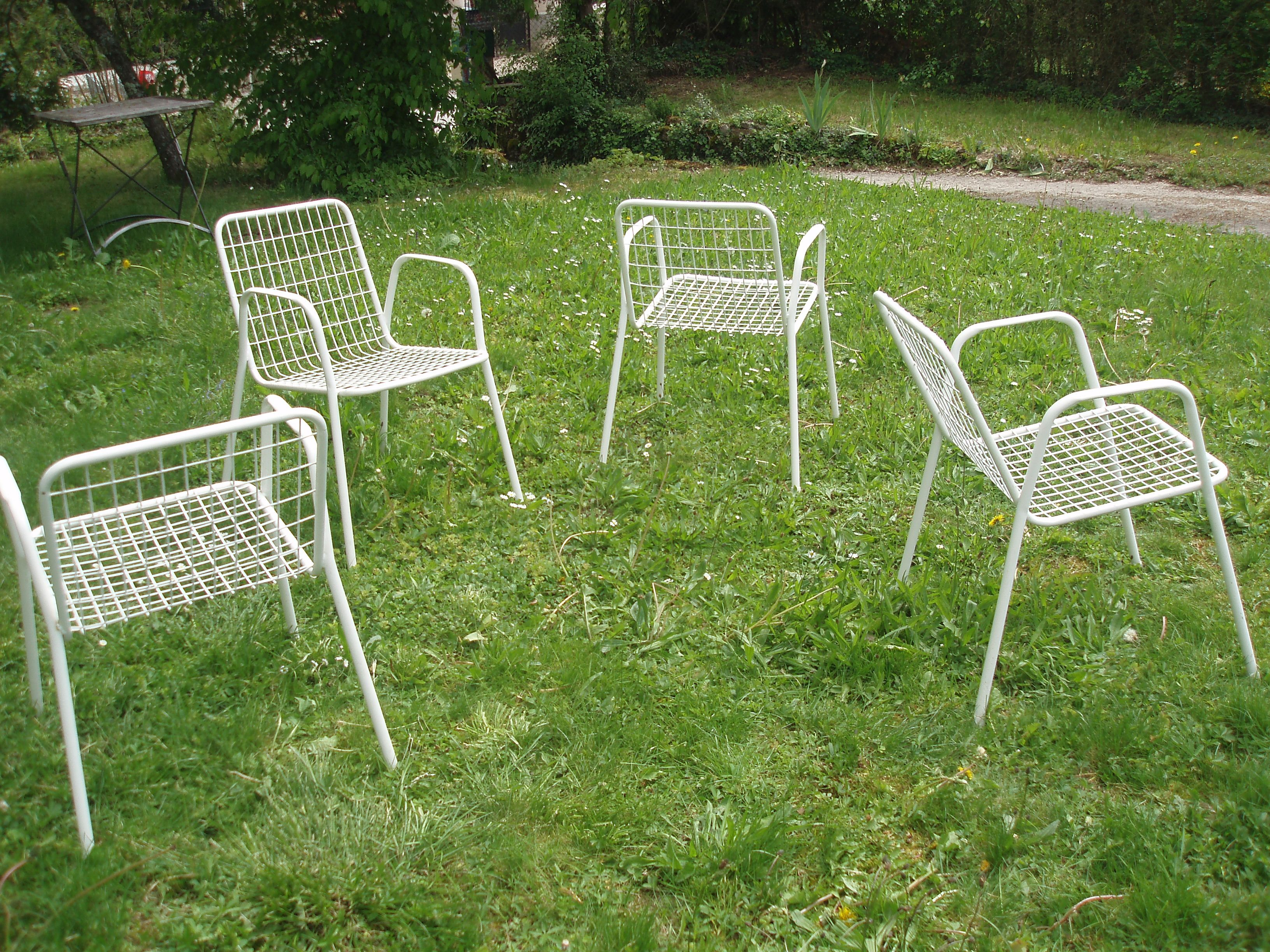 0b5b964a4eb 4 vintage white RIO garden chairs by EMU - Design Market