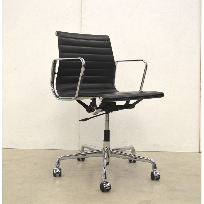 Wondrous Vintage Ea117 Office Chair By Eames For Vitra In Black Leather And Aluminium Ncnpc Chair Design For Home Ncnpcorg