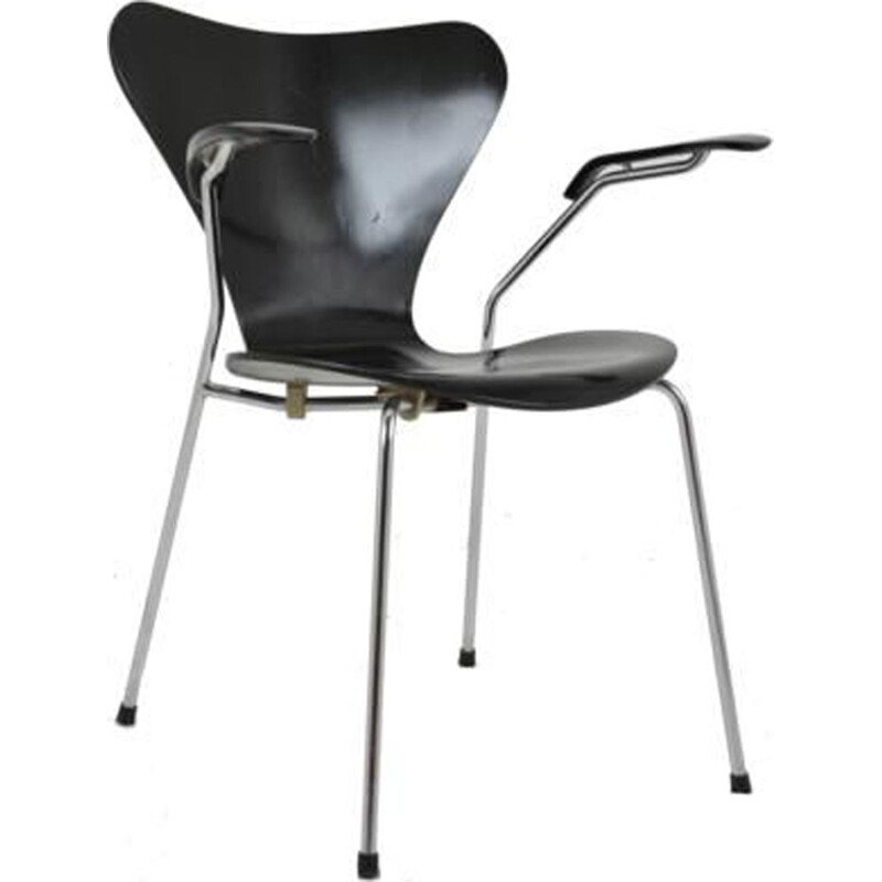 Vintage black series 7 armchair for Fritz Hansen in wood and metal 1980
