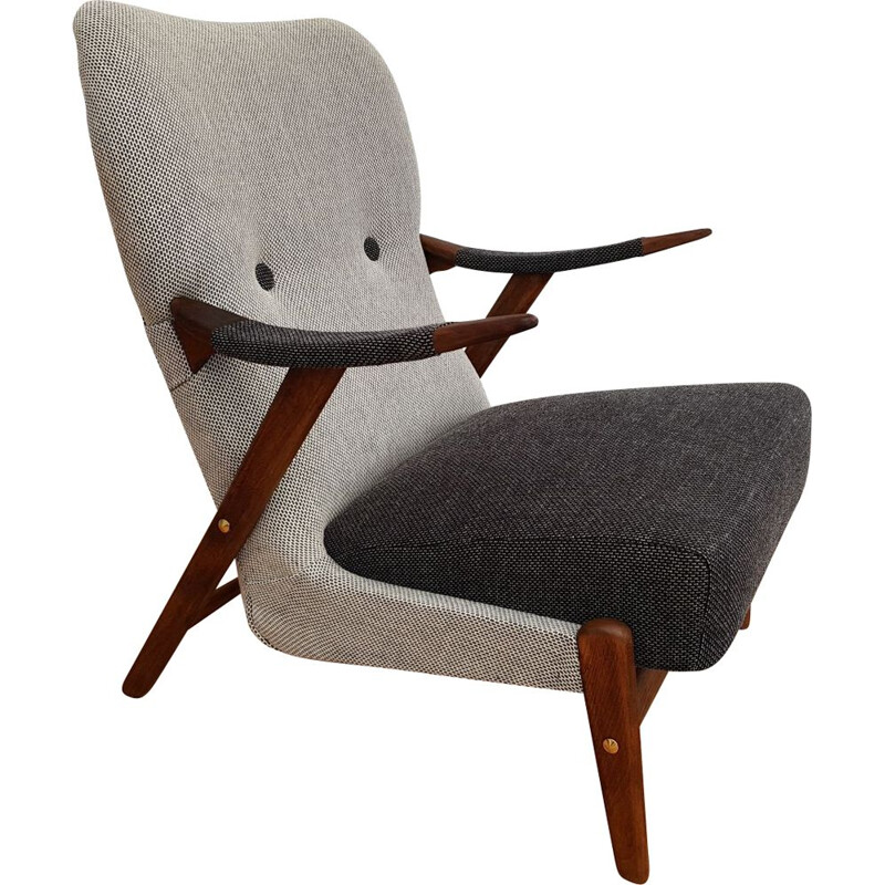 Scandinavian armchair in wool and beechwood