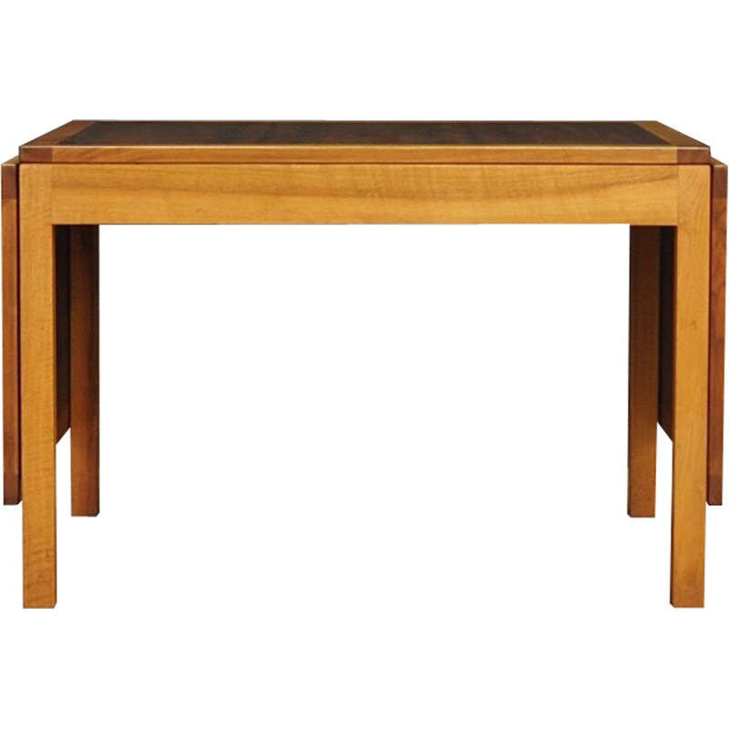 Danish extendable table in mahognay and walnut