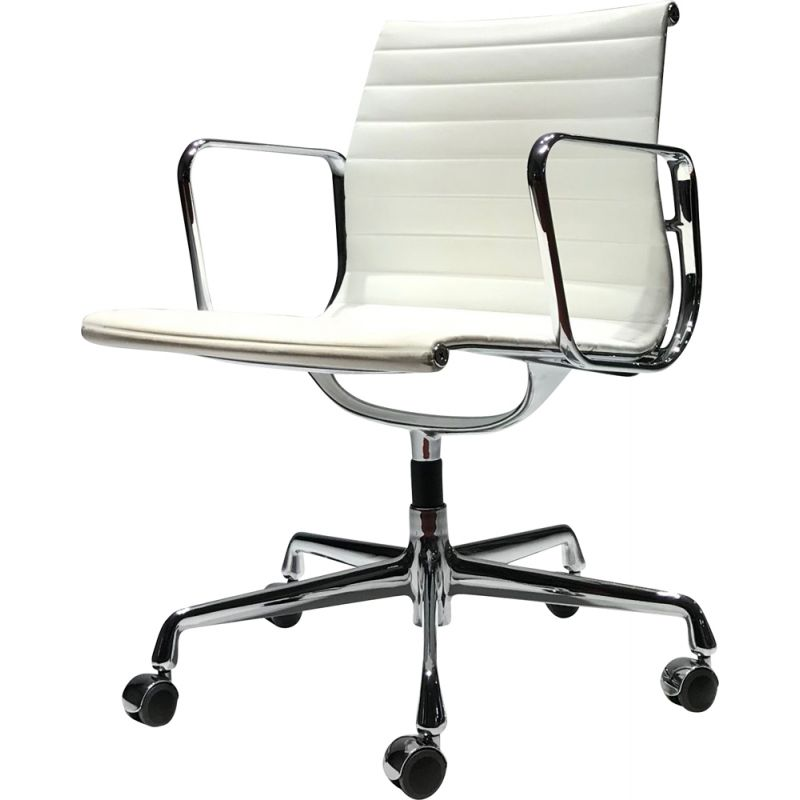 EA117 white chair by Charles & Ray Eames for Vitra