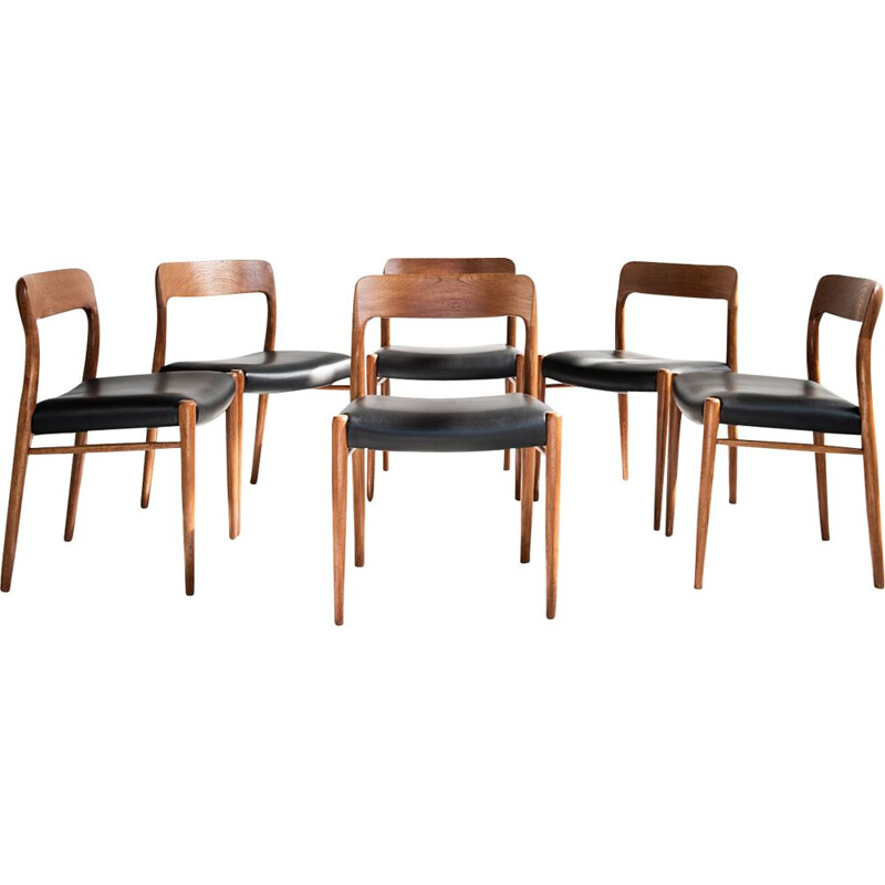 Set of 6 vintage chairs model 75 for Møller in teak and black leather 1960