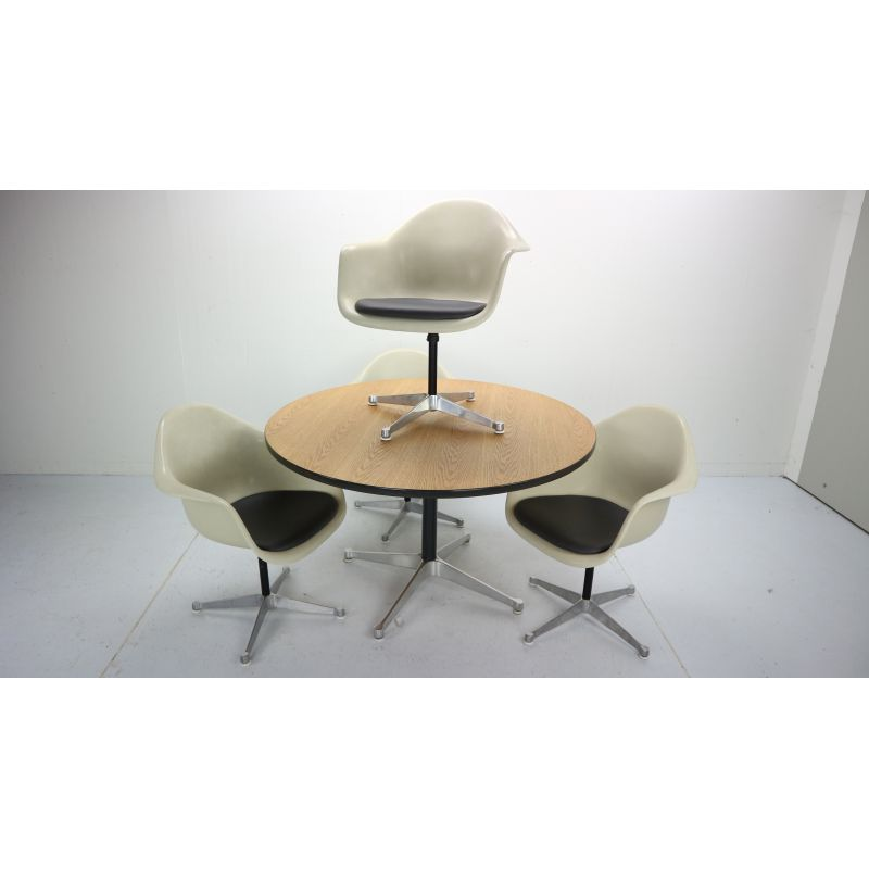 Sensational Vintage Dining Set 4 Swivel Chairs Table By Charles Eames For Herman Miller Short Links Chair Design For Home Short Linksinfo