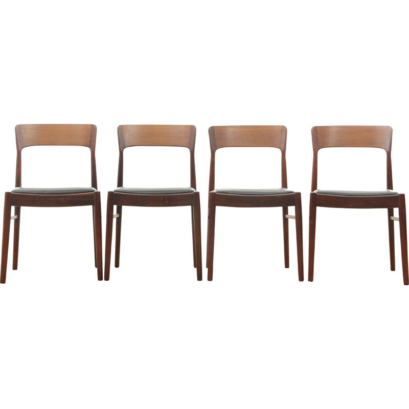 Set of 4 vintage scandinavian chairs model 26 in Rio rosewood