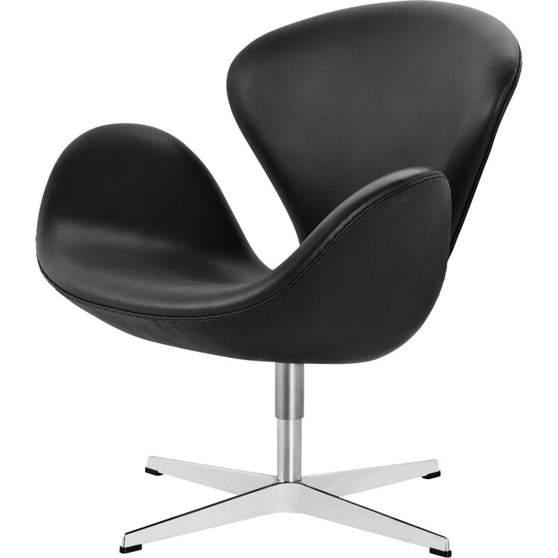 """Swan"" chair in leather by Arne Jacobsen for FRITZ HANSEN"