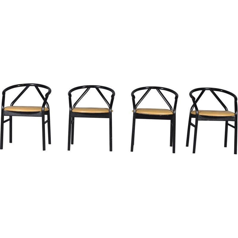 Set of 4 vintage italian chairs in pinewood and leather 1980s