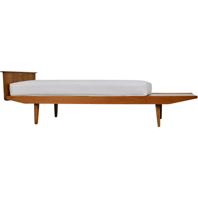 Vintage white daybed by Pierre Paulin