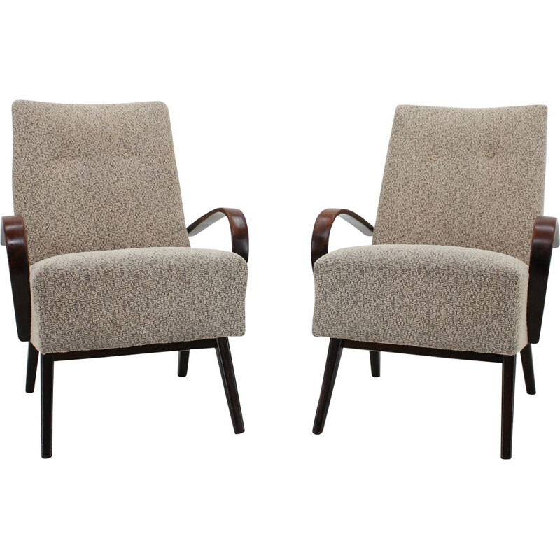 Pair of beech armchairs by Jindřich Halabala