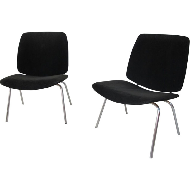 Pair of black low chairs by Kho Liang Ie and Jan Ruigrok