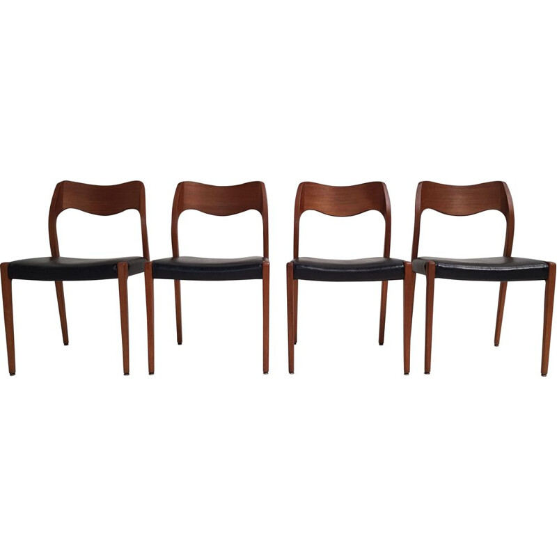 Set of 4 vintage chairs in teak model 71 Niels O. Moller