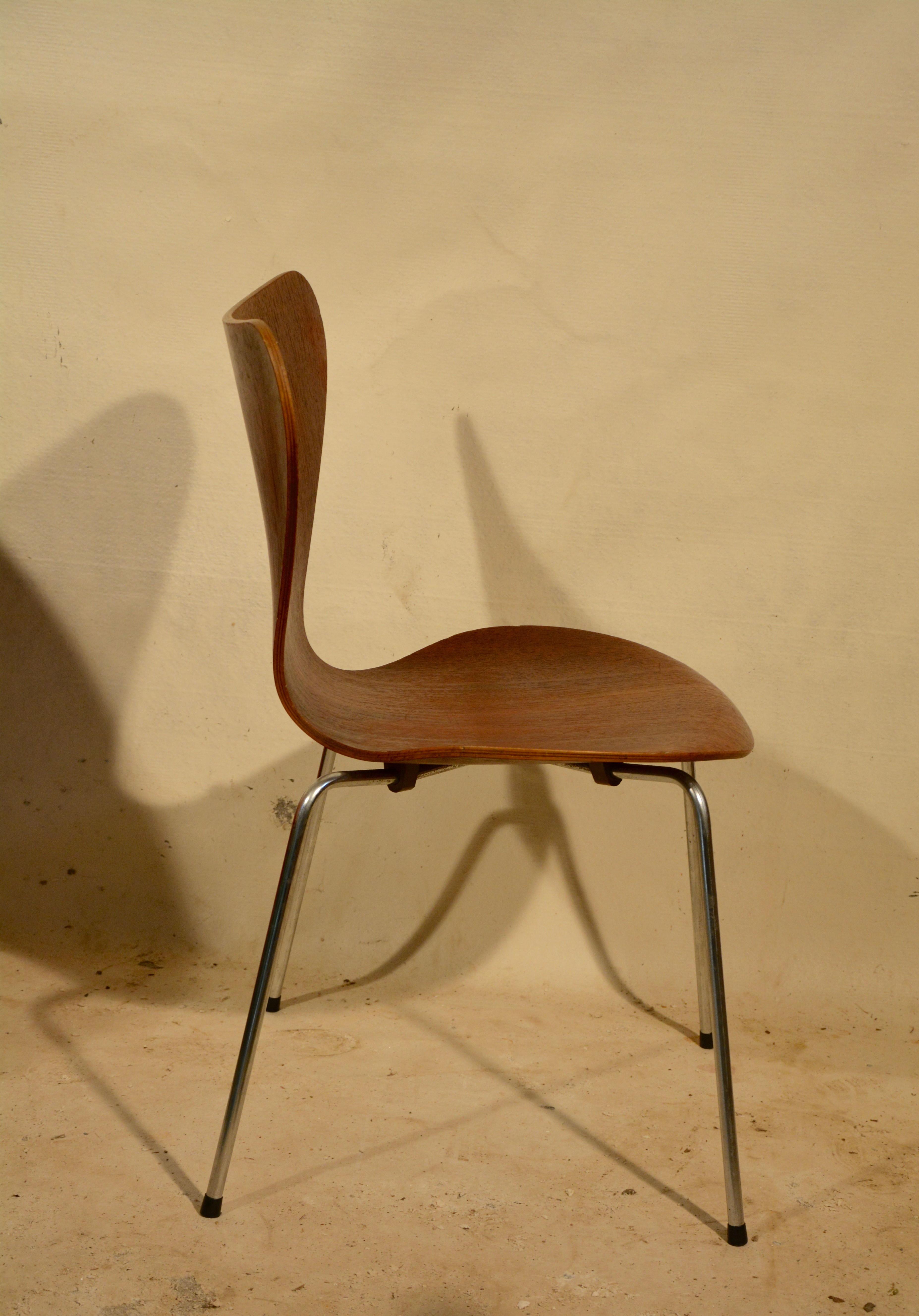fritz hansen serie 7 chair in teak arne jacobsen 1950s design. Black Bedroom Furniture Sets. Home Design Ideas