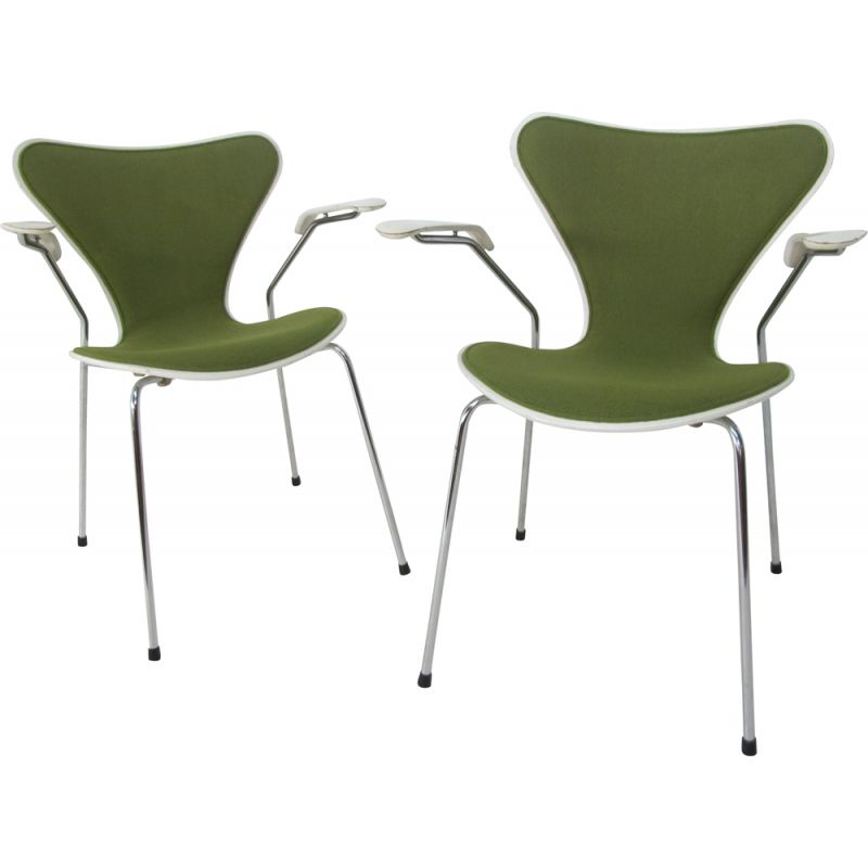 Set of 2 vintage model 3207 chairs for Fritz Hansen in green steel 1980s