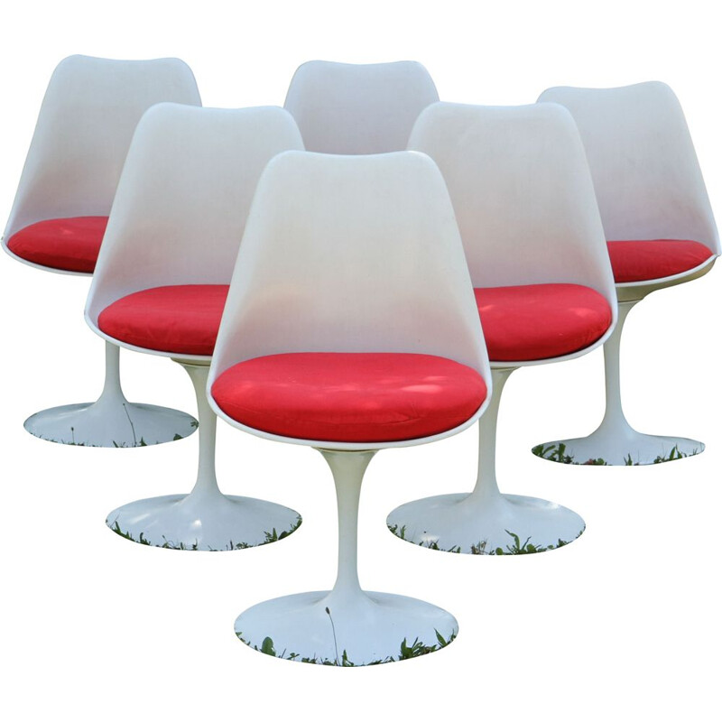 Vintage round table and 6 Tulip chairs by Saarinen