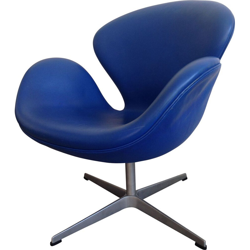 Vintage armchair for Fritz Hansen in blue leather