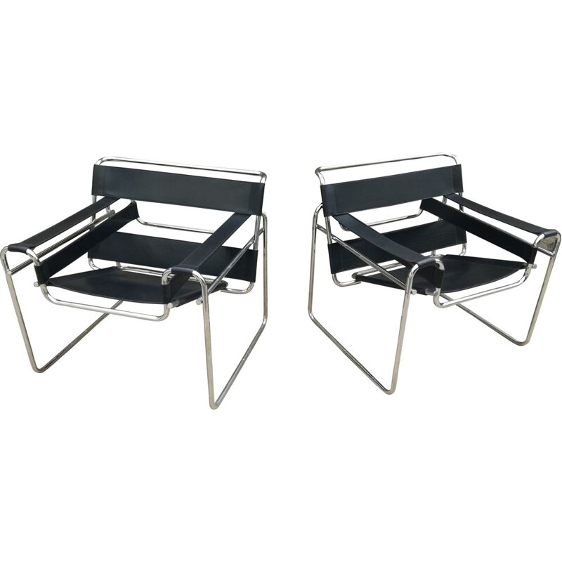 Pair of vintage Wassily armchairs for Gavina in black leather and metal 1970