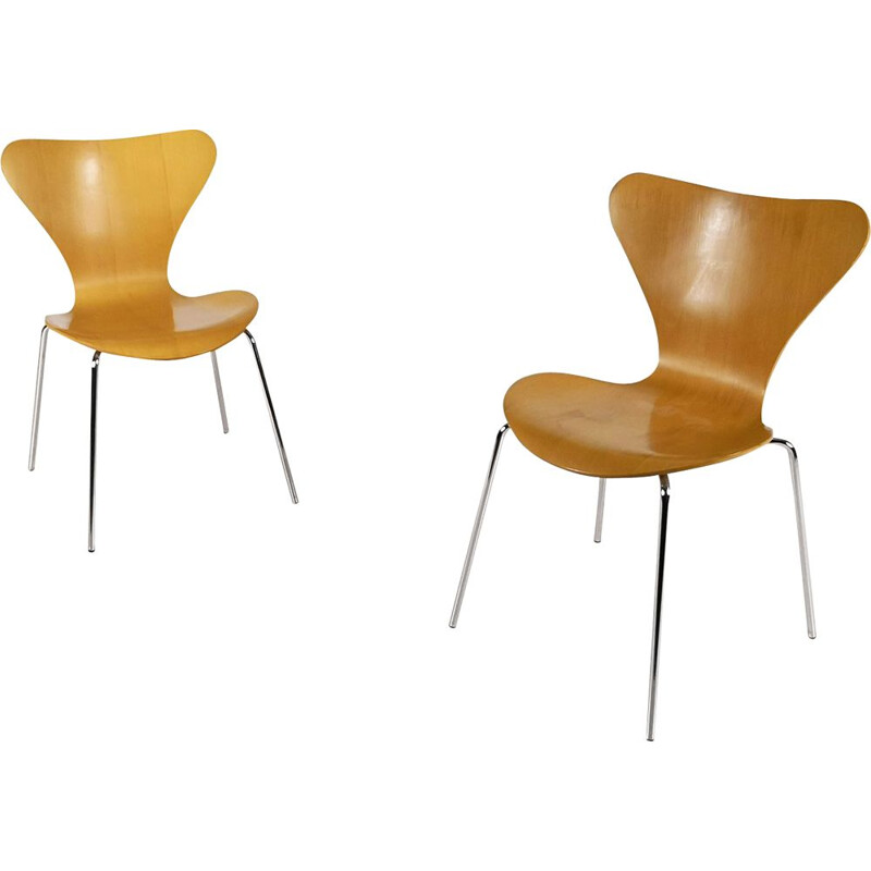 Pair of vintage 3107 Butterfly chairs for Fritz Hansen in beech and steel 1990