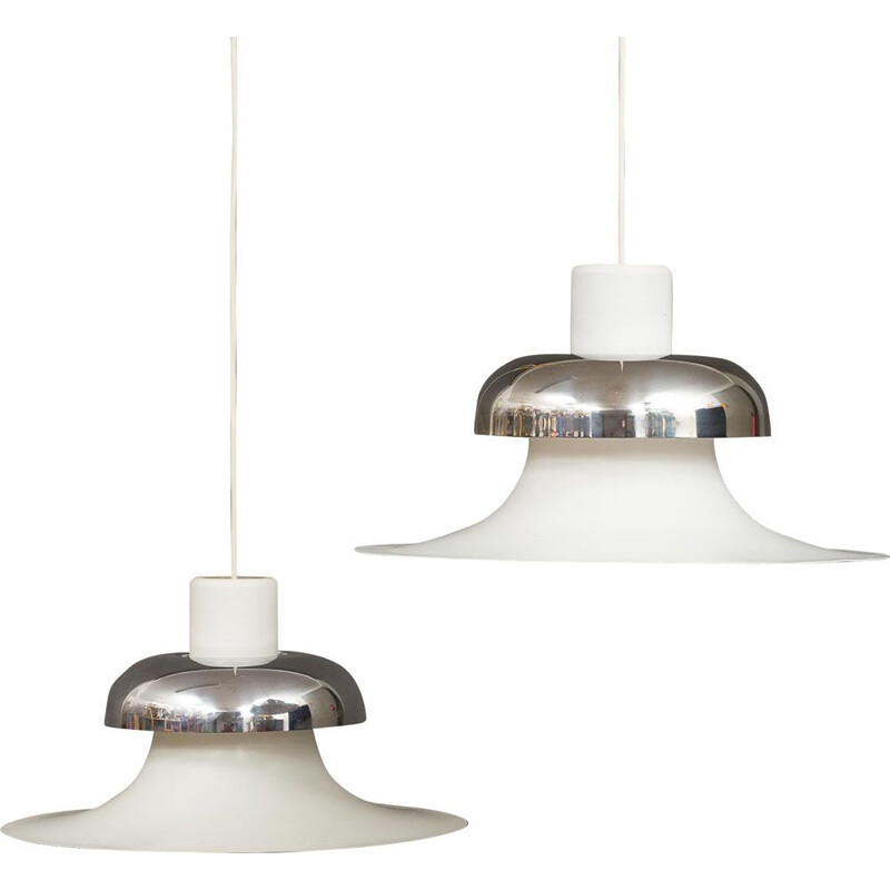 Pair of vintage Mandalay pendant lamps for Louis Poulsen in white aluminium