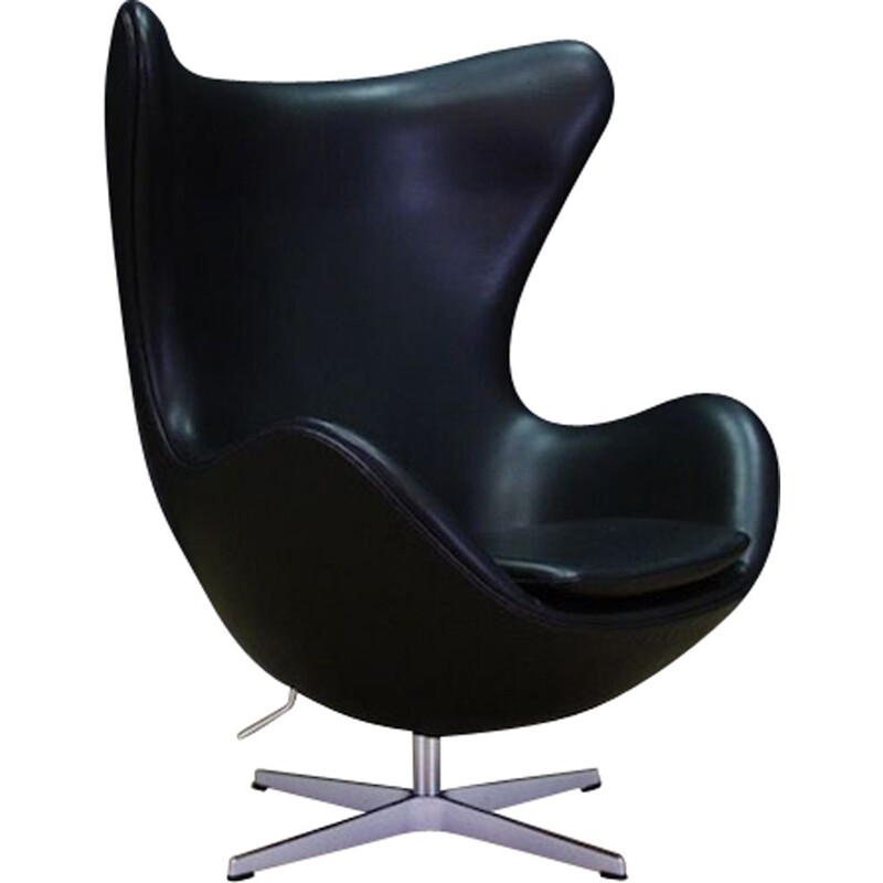 Vintage Arne Jacobsen Egg Chair Elegance in leather black