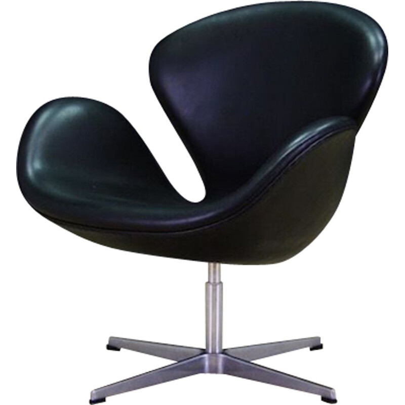 Vintage leather armchair Swan by Arne Jacobsen for Fritz Hansen, 1982
