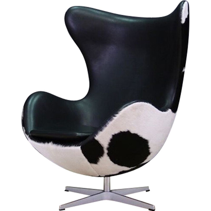 "Vintage armchair, ""The Egg"" by Arne Jacobsen for Fritz Hansen, 1980s"