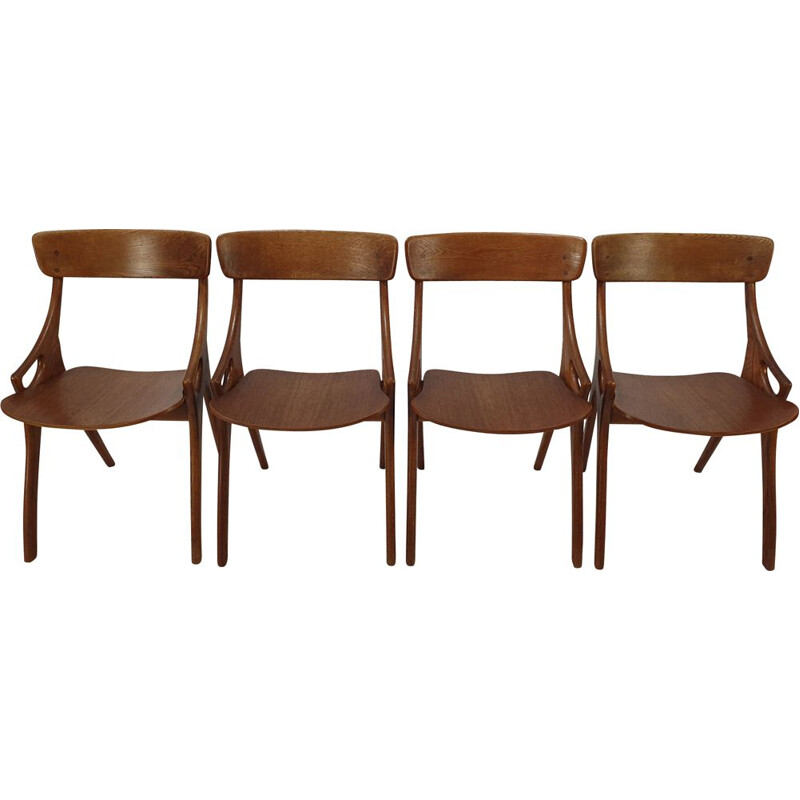 Set of 4 vintage chairs in oak by Arne Hovmand-Olsen
