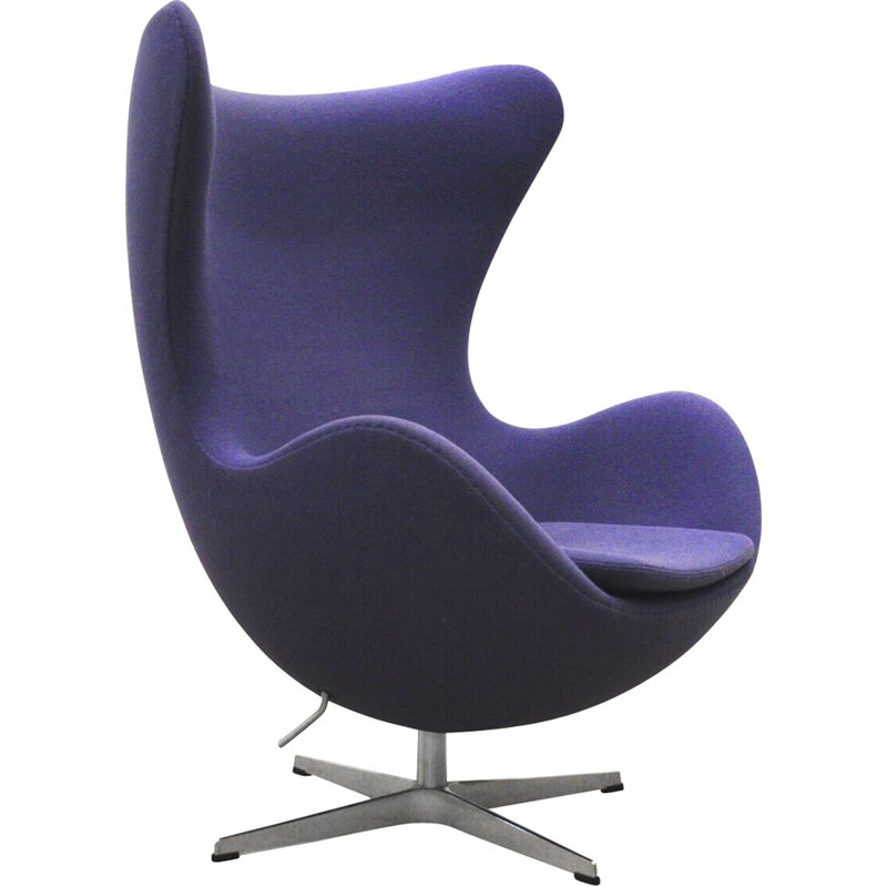 "Vintage purple ""Egg chair"" by Arne Jacobsen for Fritz Hansen"
