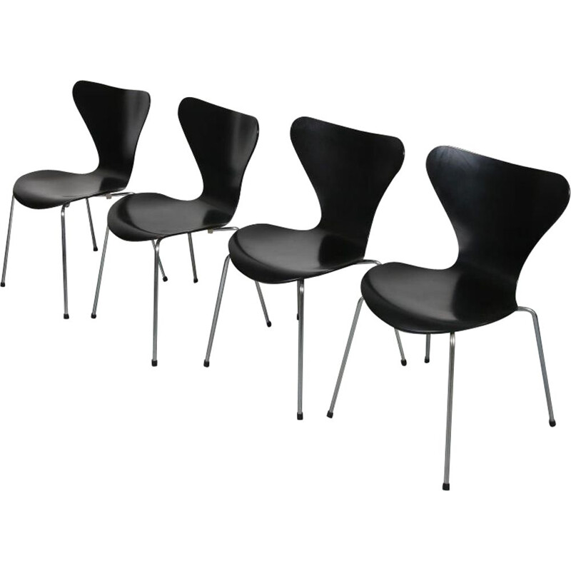 Vintage set of 4 butterfly chairs by Arne Jacobsen, manufactured by Fritz Hansen 1990