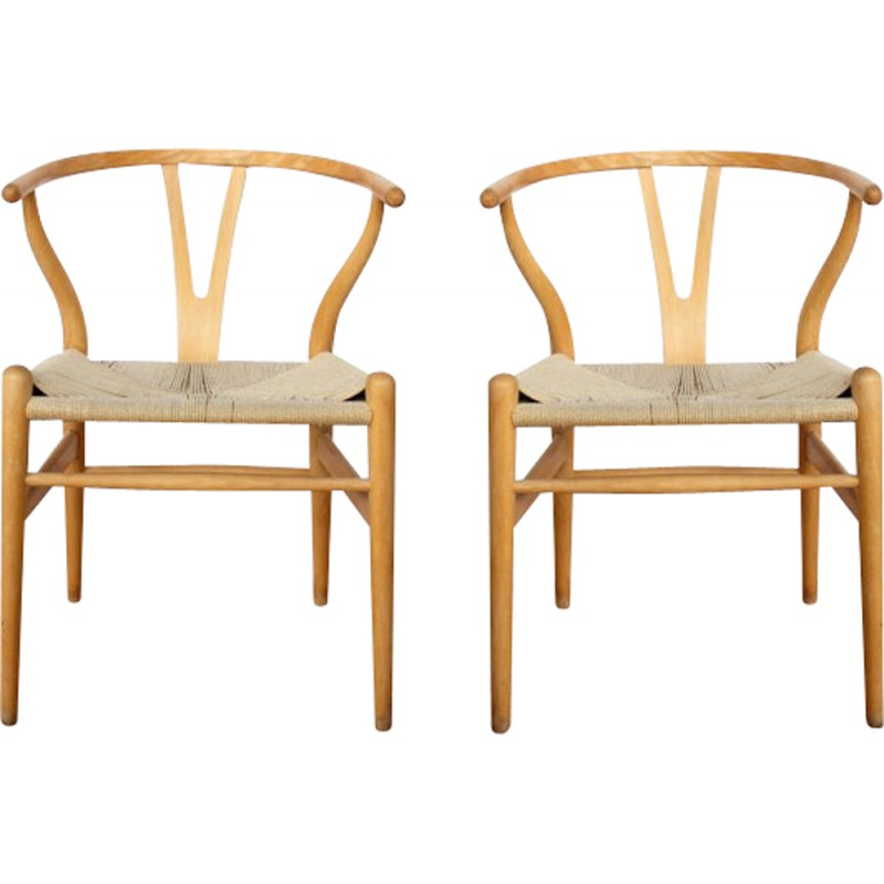 carl hansen son pair of wishbone chairs hans j wegner 1940s
