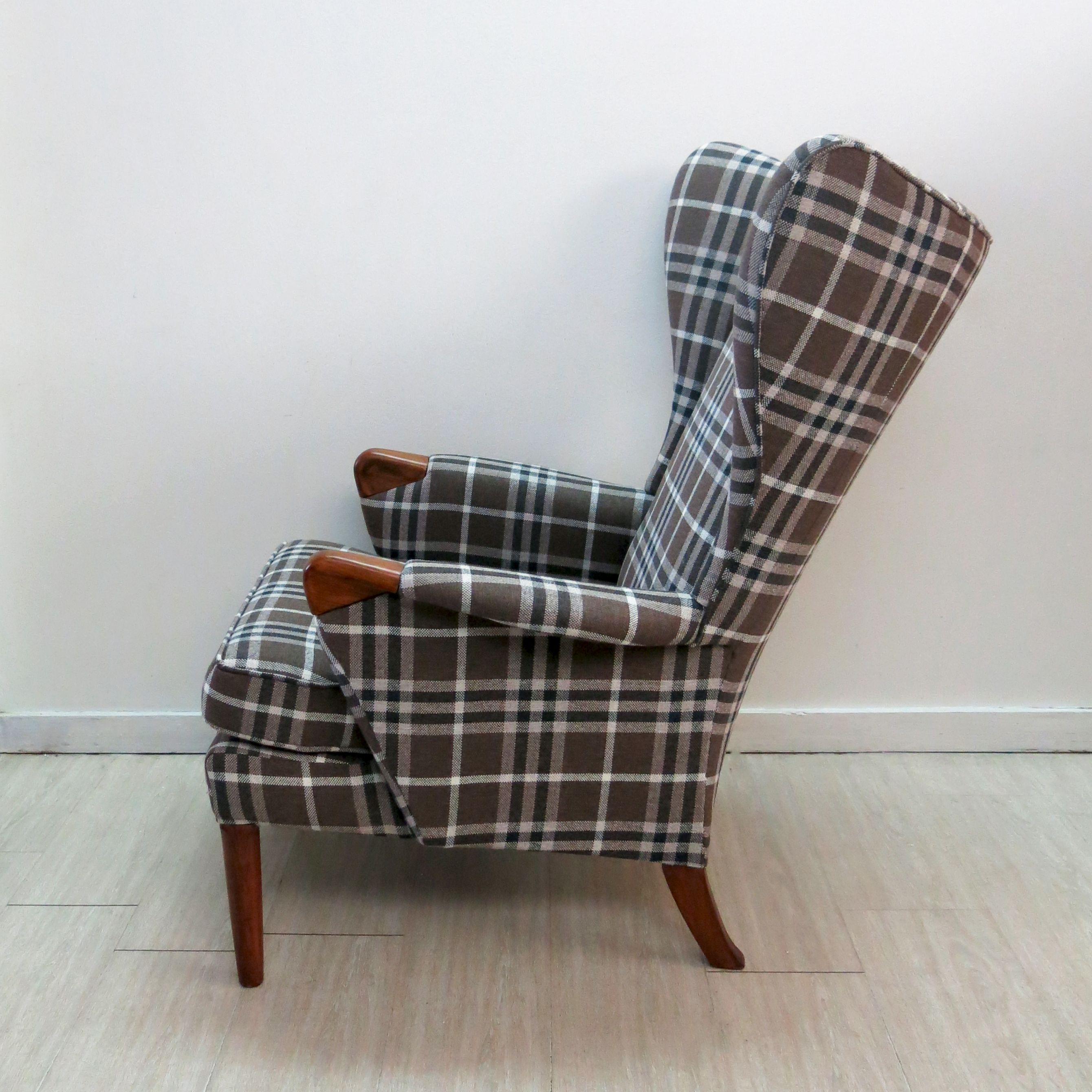 Vintage Wingback Chair With Teak Legs From Parker Knoll 1960s