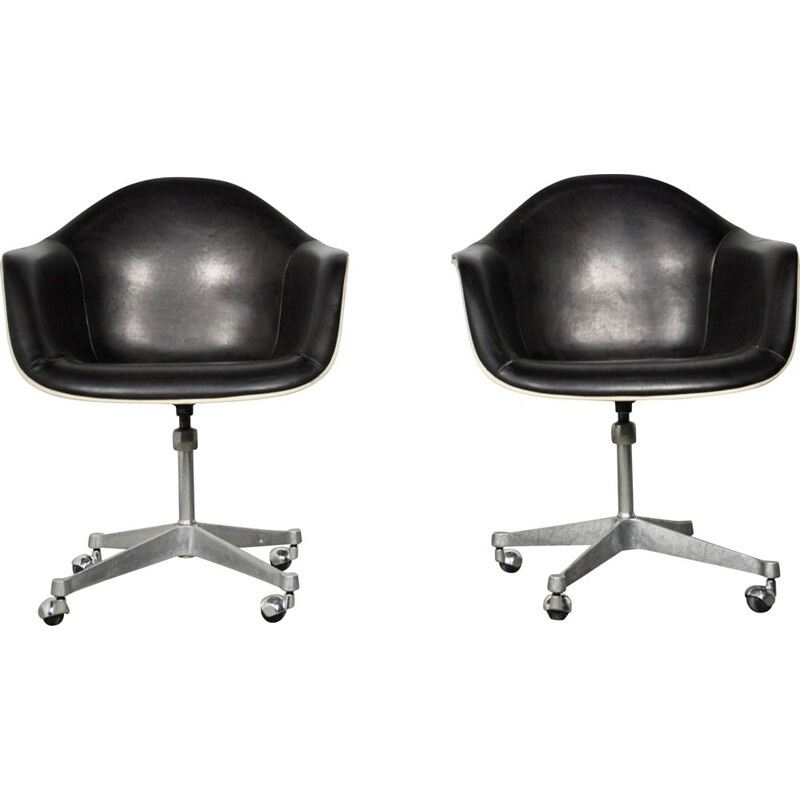 Set of 2 leather vintage chairs by Charles Eames for Herman Miller, 1970s