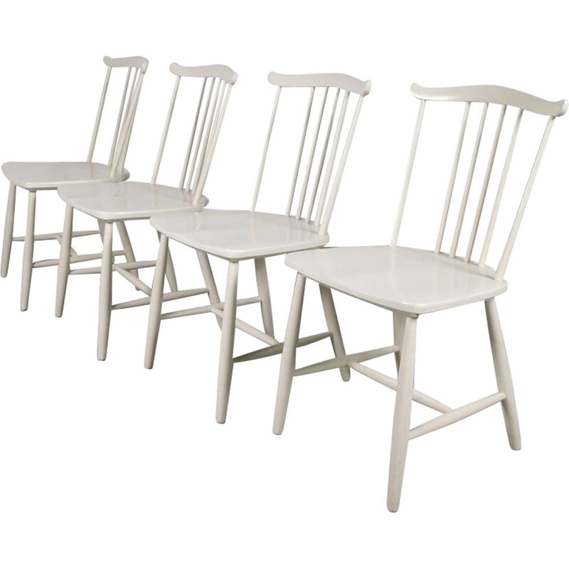 Set of 4 vintage white wooden spokeback chairs by Hagafors 1960