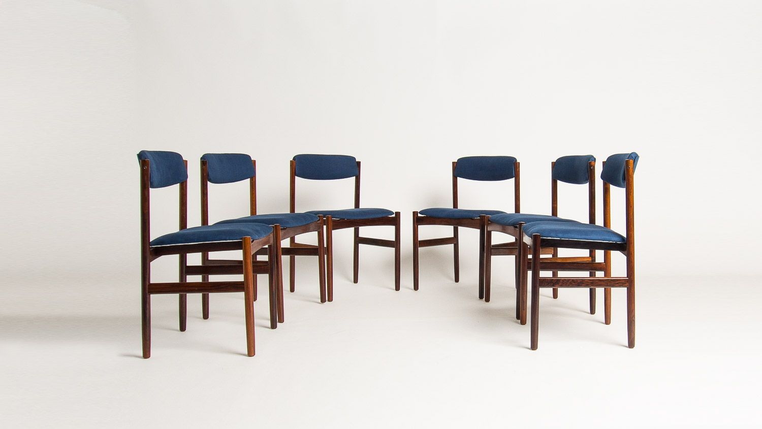 Picture of: Set Of 6 Vintage Dining Chairs In Rosewood And Blue Linen 1960s Design Market
