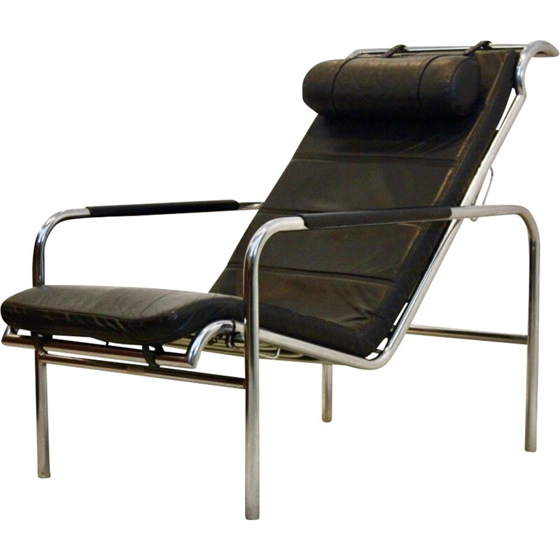 Vintage lounge chair in chrome and black leather by Gabriele Mucchi for Zanotta, 1930s
